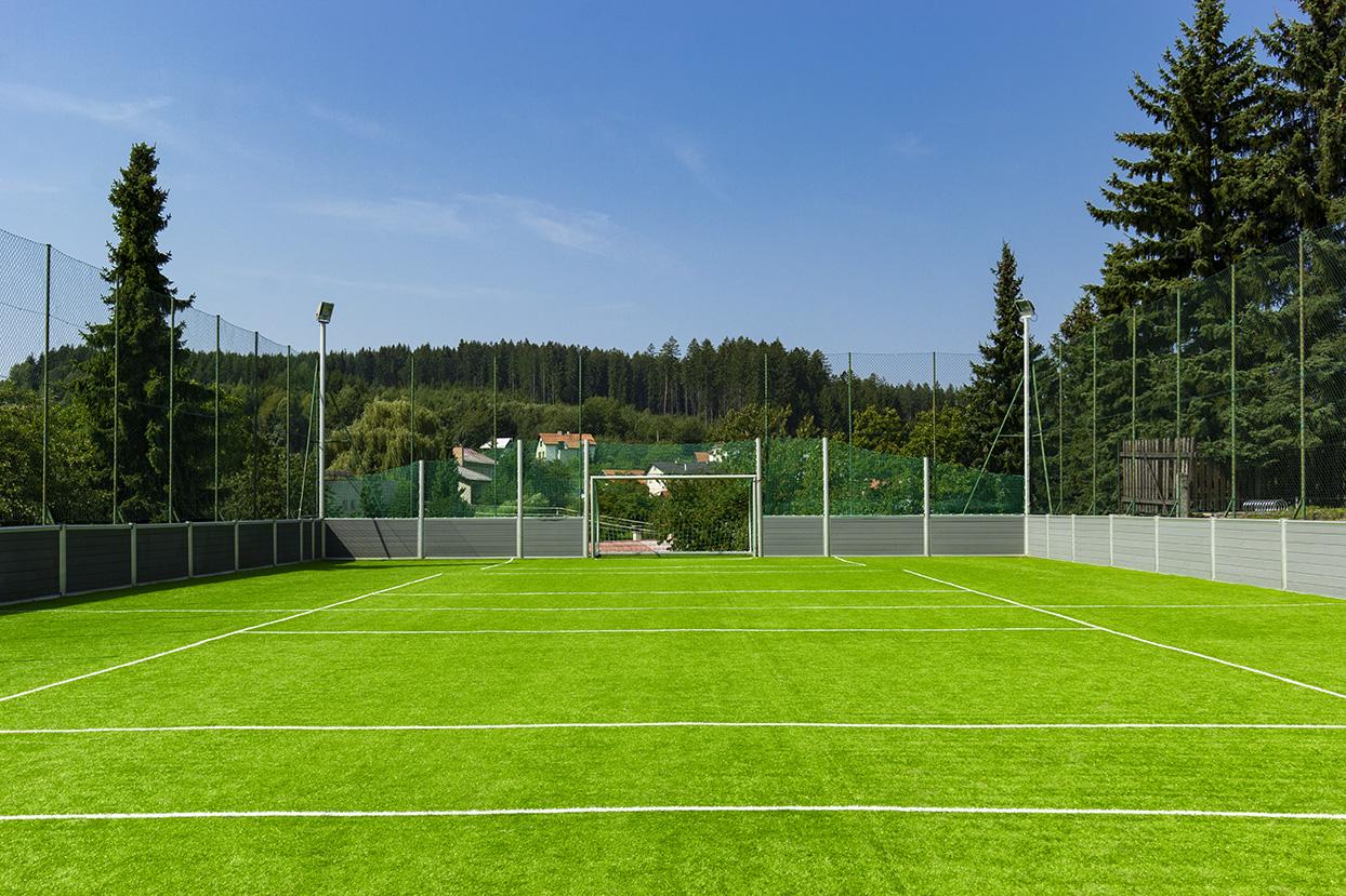 Multifunkčné ihrisko - výmena umelej trávy - Hrochoť