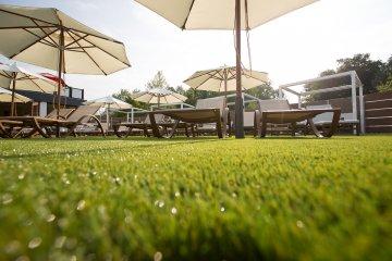 artificial-grass-hotel2