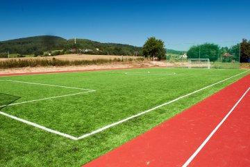 Športový areál s umelou trávou a atletickým oválom – Motešice | Marotrade