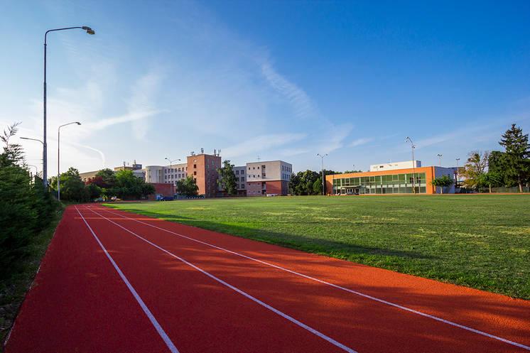 Retoping atletického oválu - SW-PUR tartan - UKM Bratislava